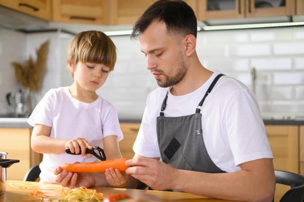 Монтессорі заняття вдома – Нарізка фруктів