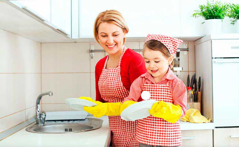 Монтессори занятия дома — Мытье посуды