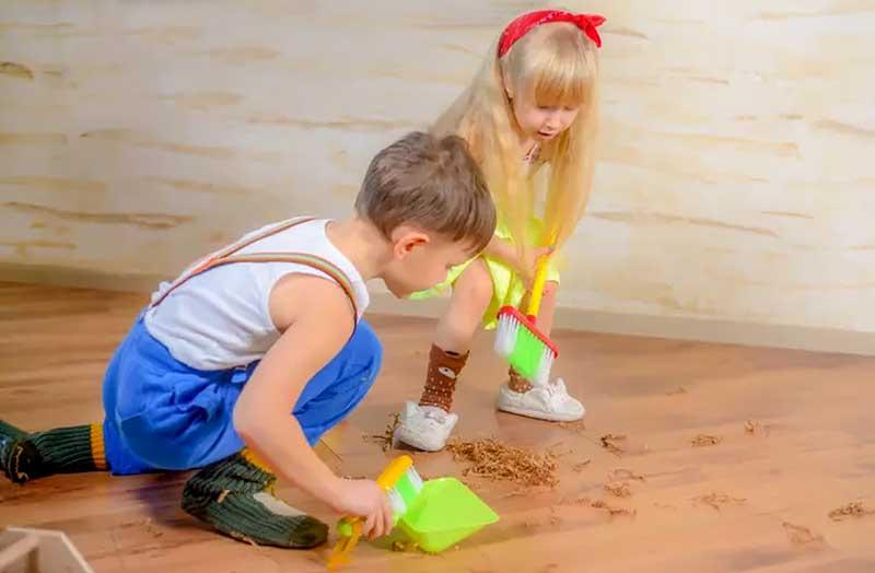 Монтессорі заняття вдома – Підмітання / прибирання